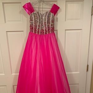 Dresses & Skirts - Pink studded pageant/ prom dress!